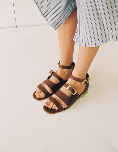 T034 buckle sandals brown (2cm)