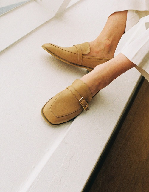 T103 buckle loafer nude beige (2cm)